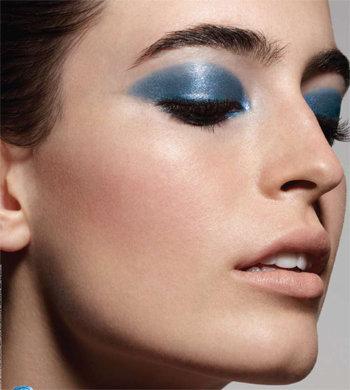 blue-eyeshadow-makeup