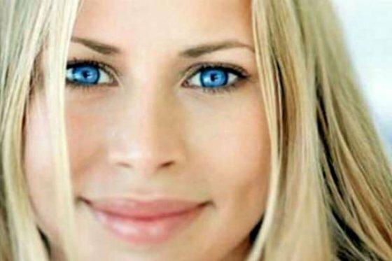 Женщинам, награжденными голубыми глазами, очень повезло в том плане, что им подходят почти все тени. Но все же, есть цвета и оттенки особенно удачные: серебристые и золотые оттенки, сине-голубая гамма