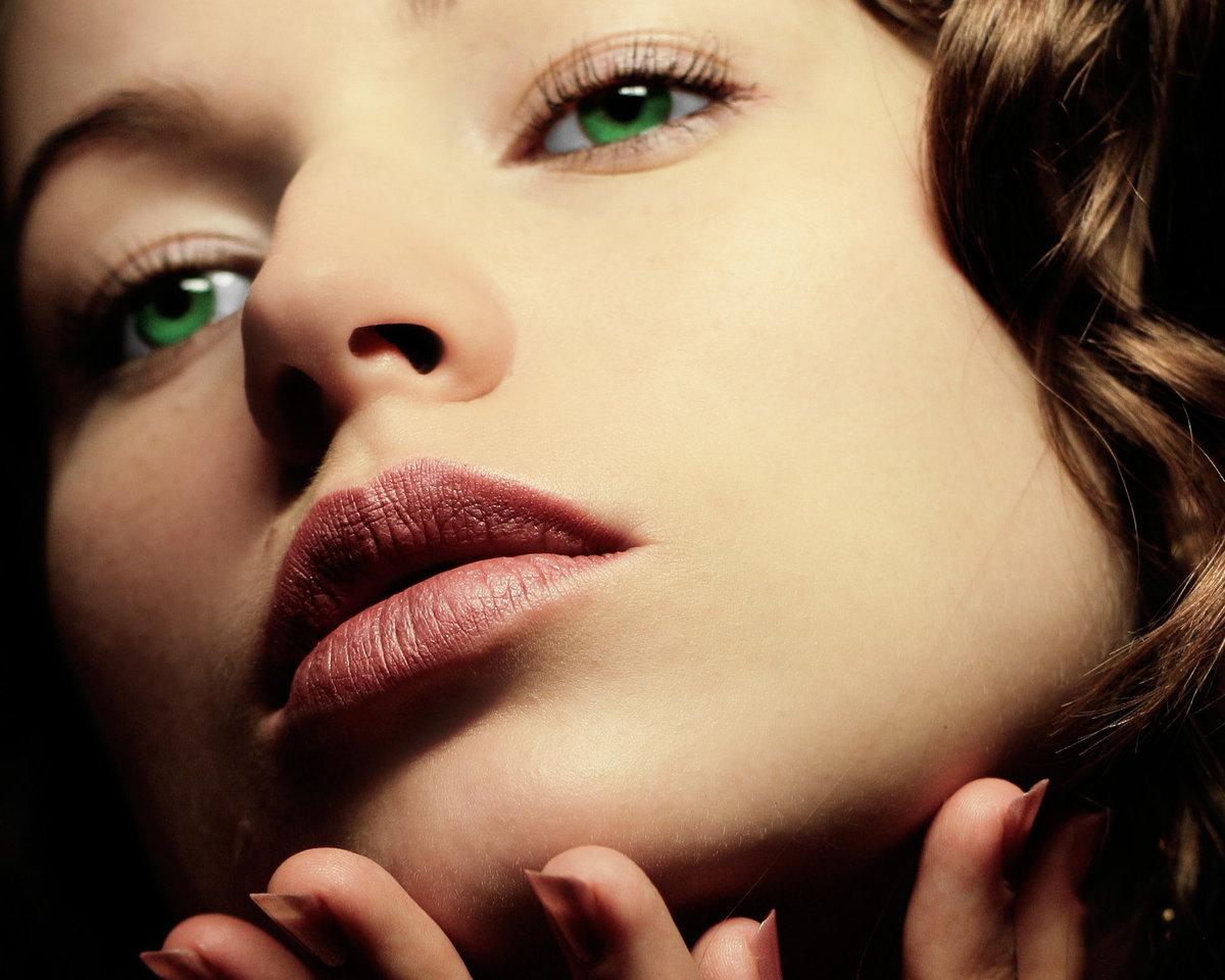 Мая, картинки зеленые глаза девушки