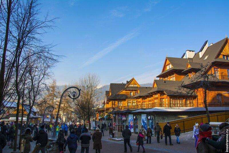 Закопане является самым популярным горнолыжным курортом в Польше, и это не только благодаря хорошим трассам, на это влияет ещё несколько факторов. Самый главный – это дешевизна по сравнению с австрийскими или французскими горнолыжными курортами.