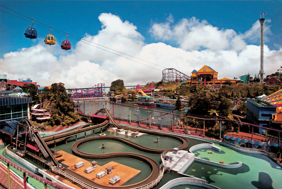 marketing mix for genting theme park A strong 65% revenue mix for mass competitive room rates, f&b and theme park prices resorts world genting's competitive marketing and high level.