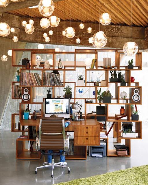 Простые геометричные формы и теплая текстура дерева способны создать комфортное современное пространство  современного домашнего кабинета.
