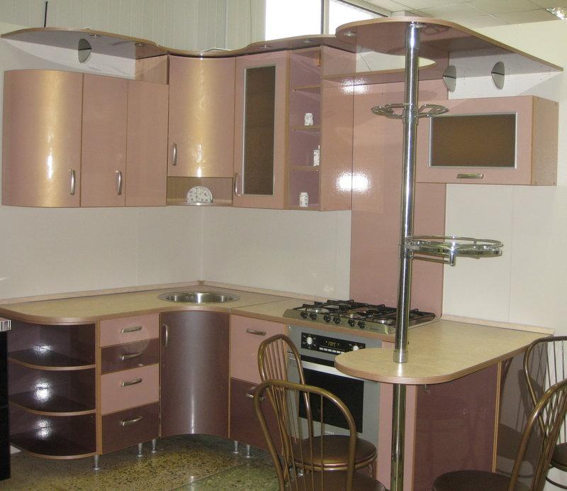 угловые маленькие кухни с барной стойкой фото
