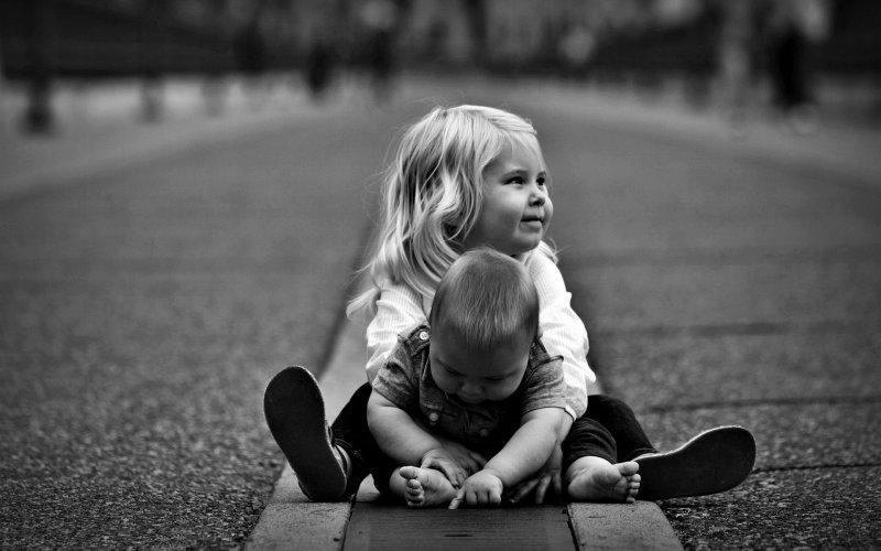 Фото детей черное белое