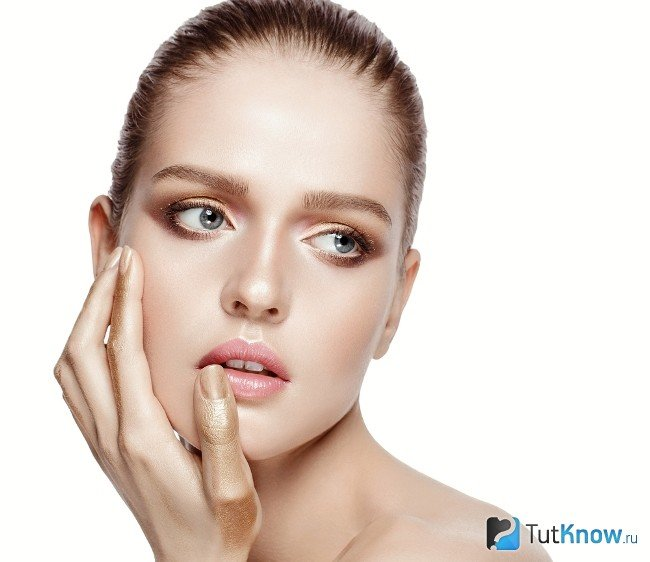 Дневной макияж для девушек с серыми глазами