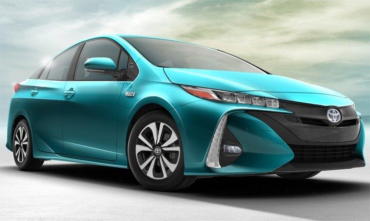Компания Toyota представила на международном автосалоне в Нью-Йорке гибридный автомобиль 2017 Prius Prime — значительно улучшенную версию популярной модели Prius.