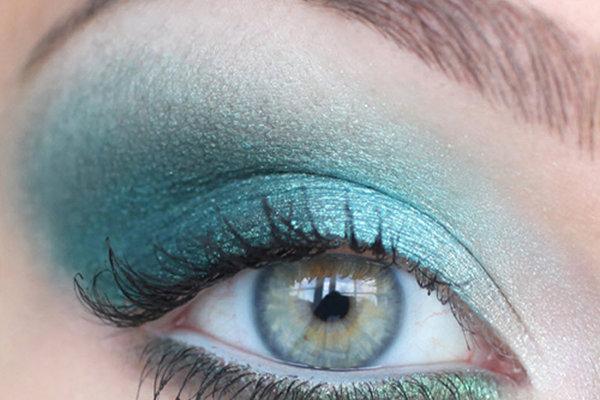 Глаза – это главное оружие женщины. Как сделать красивый макияж глаз, а также какой макияж выбрать для вашего цвета глаз? Пошаговая инструкция нанесения мейкапа