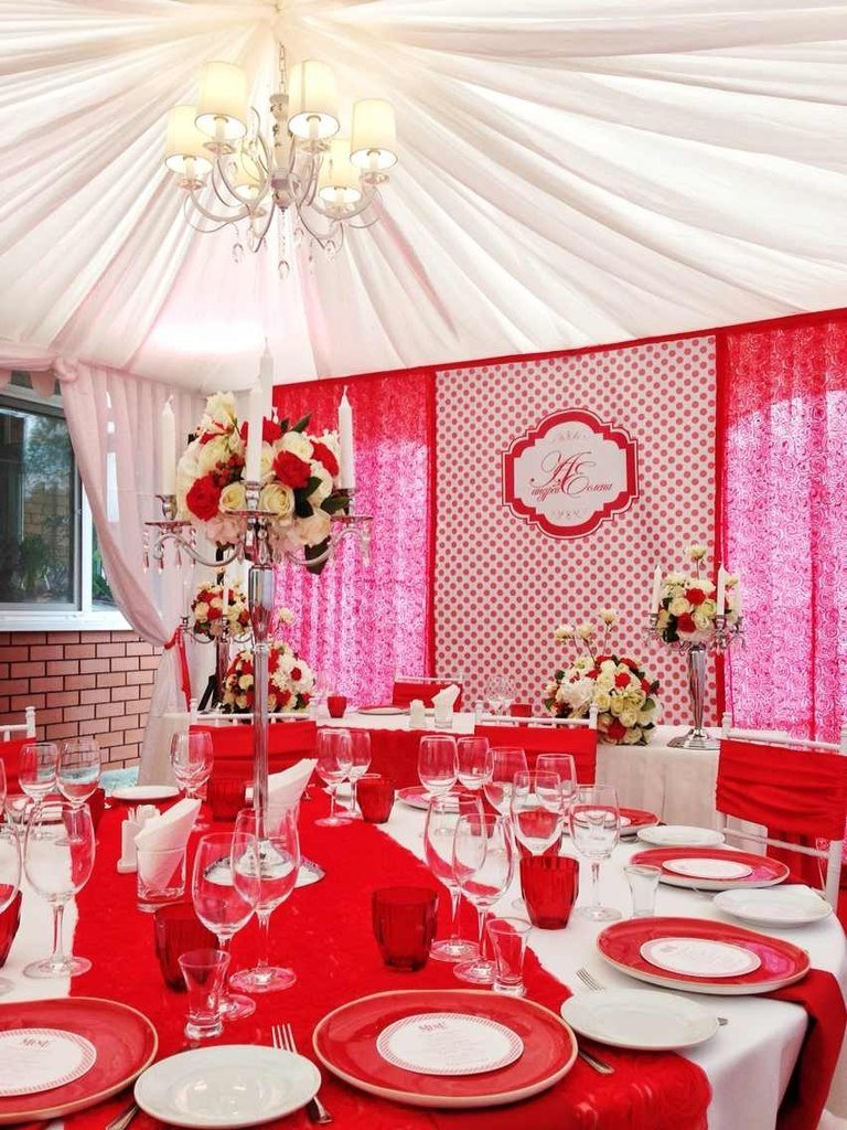 Свадьба в бело-красных тонах