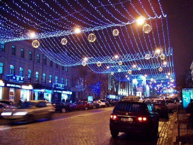 Красиво украшены дороги Киева