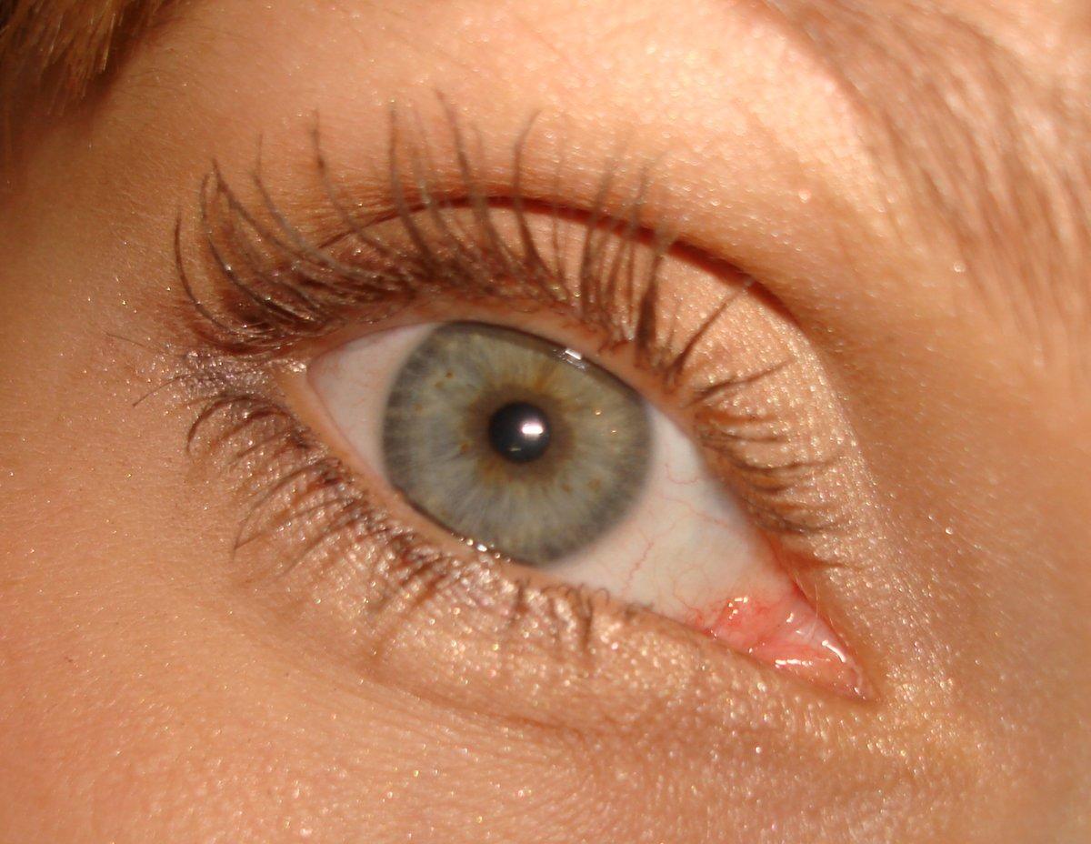 коричневая тушь на глазах фото всех