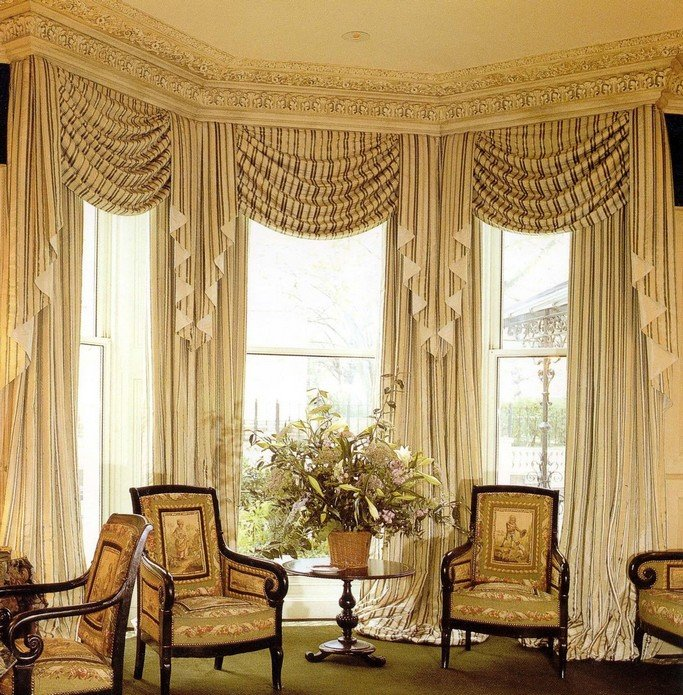 Мебель в стиле барокко только подчеркивает роскошь и великолепие интерьера.