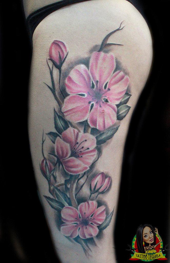 Татуировки цветные цветы для девушек 2