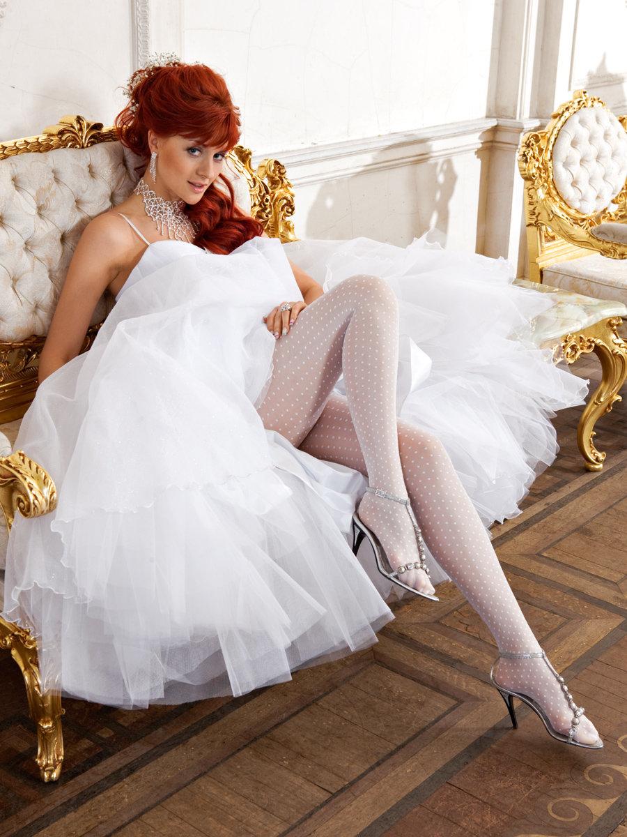 Заняться смотреть в белых чулках невест попу русское