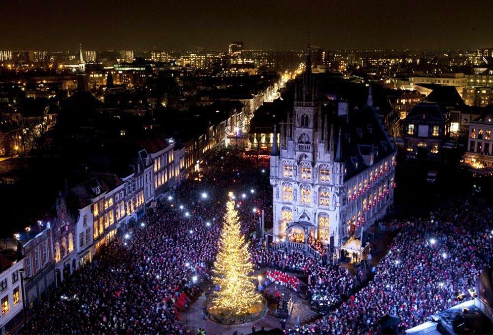 картинка рождественская елка в англии этого материала