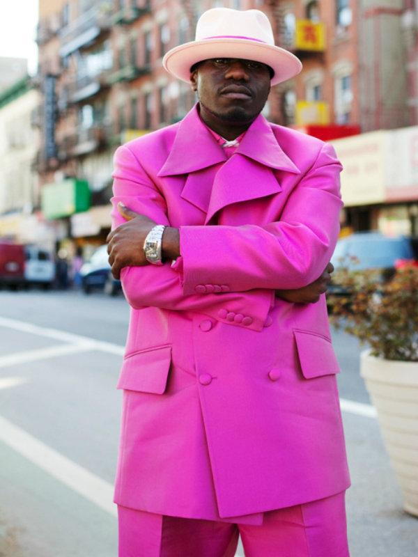пацан в розовом костюме новокузнецке одним