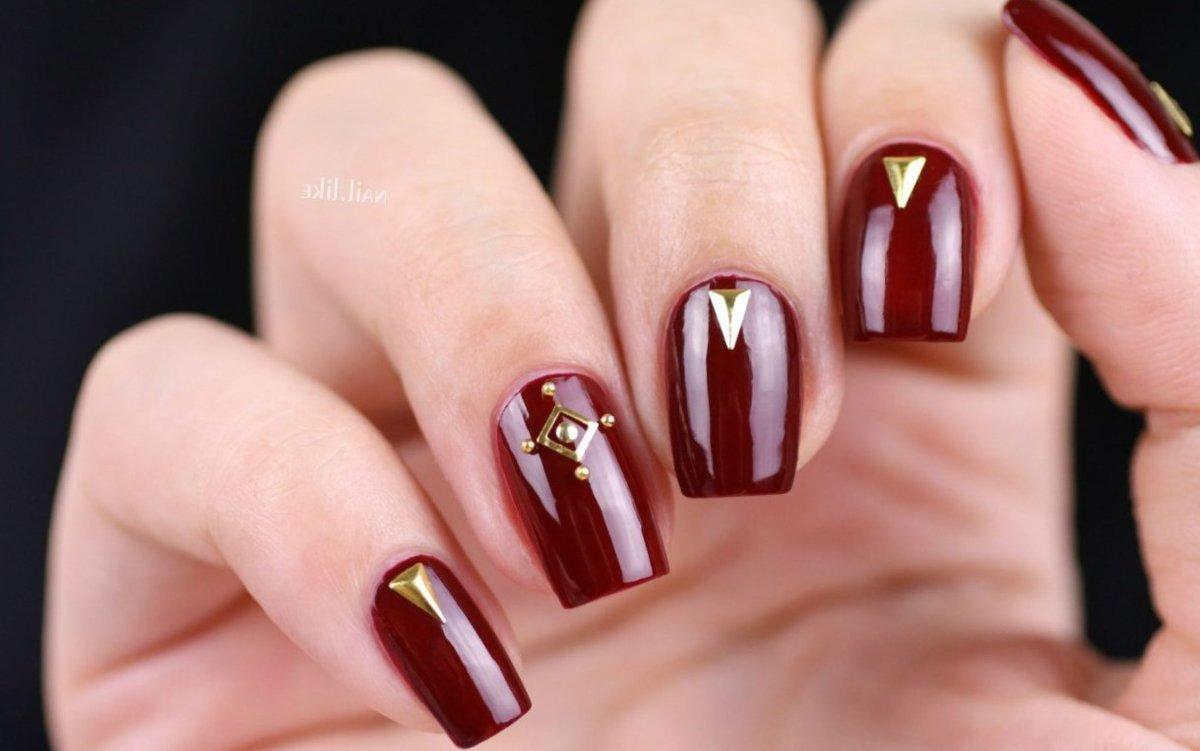 7240b35e4ac2 Благородный бордо  все ногтевые пластины покрыты густым и насыщенным лаком цвета  бордо, возле лунок