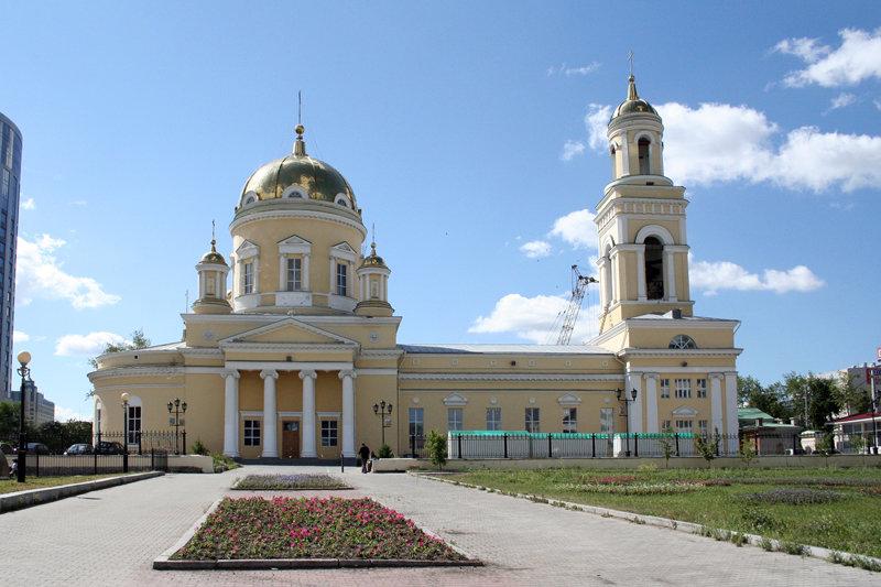 Вход в Свято-Троицкий Кафедральный Собор г.Екатеринбург