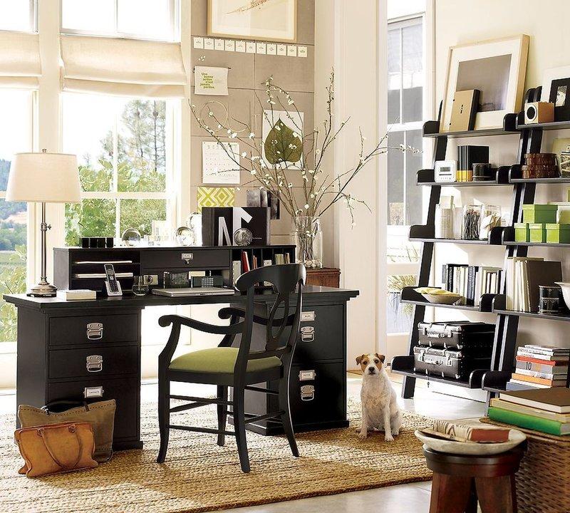 Женский кабинет, скорее всего, будет светлым, с изящной мебелью и декором.