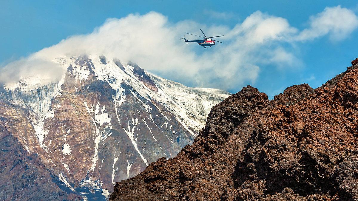 летящий самолет на фоне вулкана в картинках другими неустановленными следствием