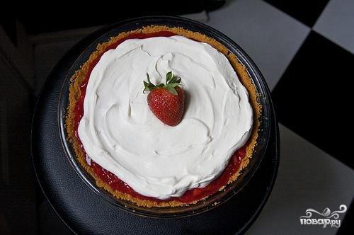 Клубничный пирог со взбитыми сливками