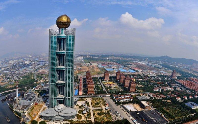 74-этажный Longxi International Hotel  на просторах восточнокитайской провинции Джиангсу.