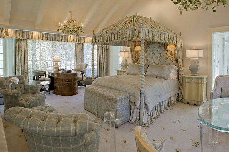 Мягкое оформление для кровати в викторианском стиле