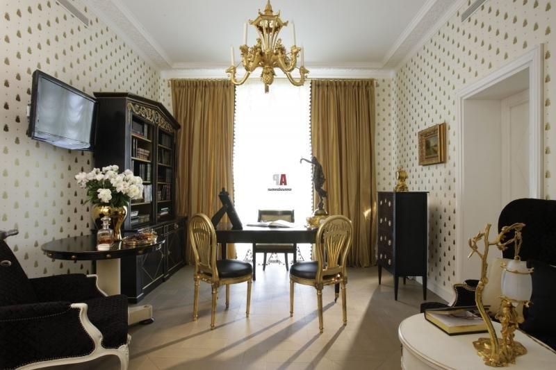 Черно-золотая мебель