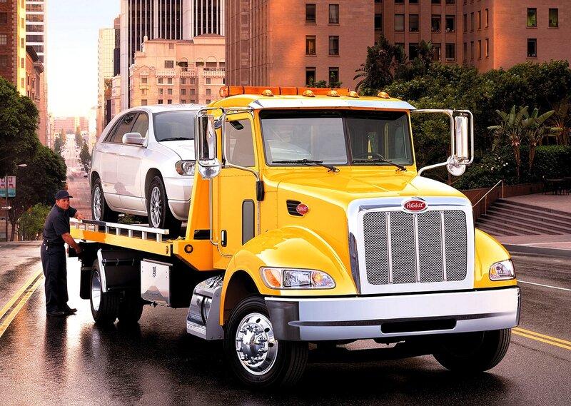 Peterbilt 335 4×2 Tow Truck