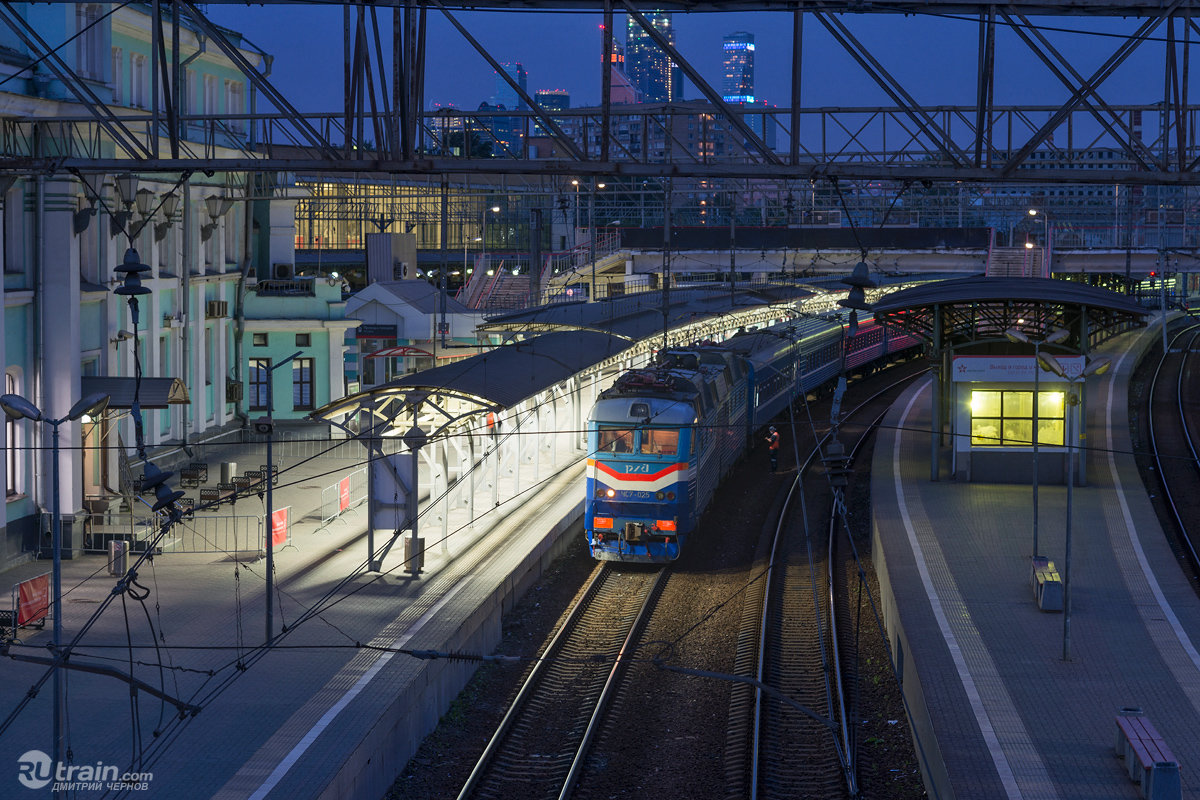 Поезд на станции картинки