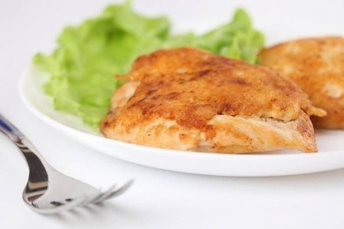 Шницель из куриной грудки быстро готовится и с аппетитом съедается всеми членами семьи. Приготовьте шницель из куриной грудки по этому рецепту - он получается невероятно вкусным!