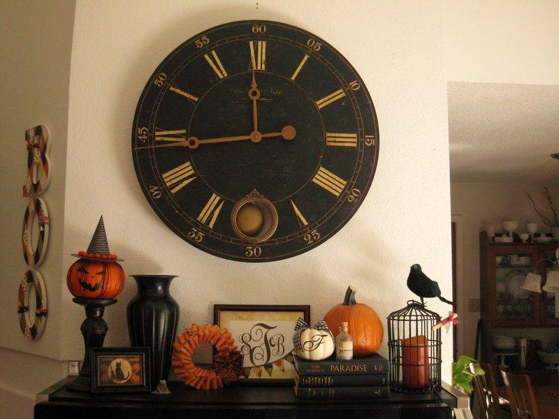 Черные настенные часы для интерьера