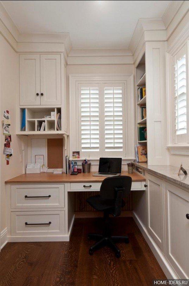 Грамотно оборудованный офис на балконе сможет заменить полноценное рабочее место и настроить на нужный лад для плодотворного труда.