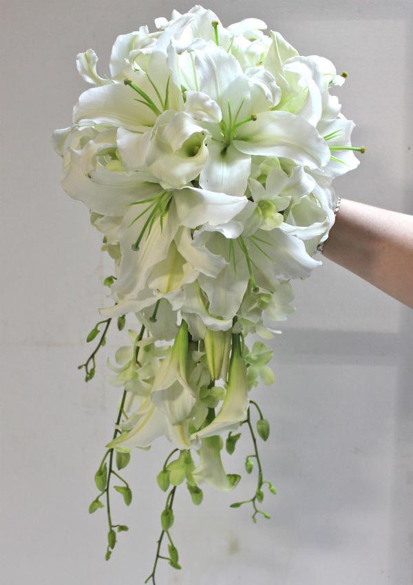 Букет невесты лилия