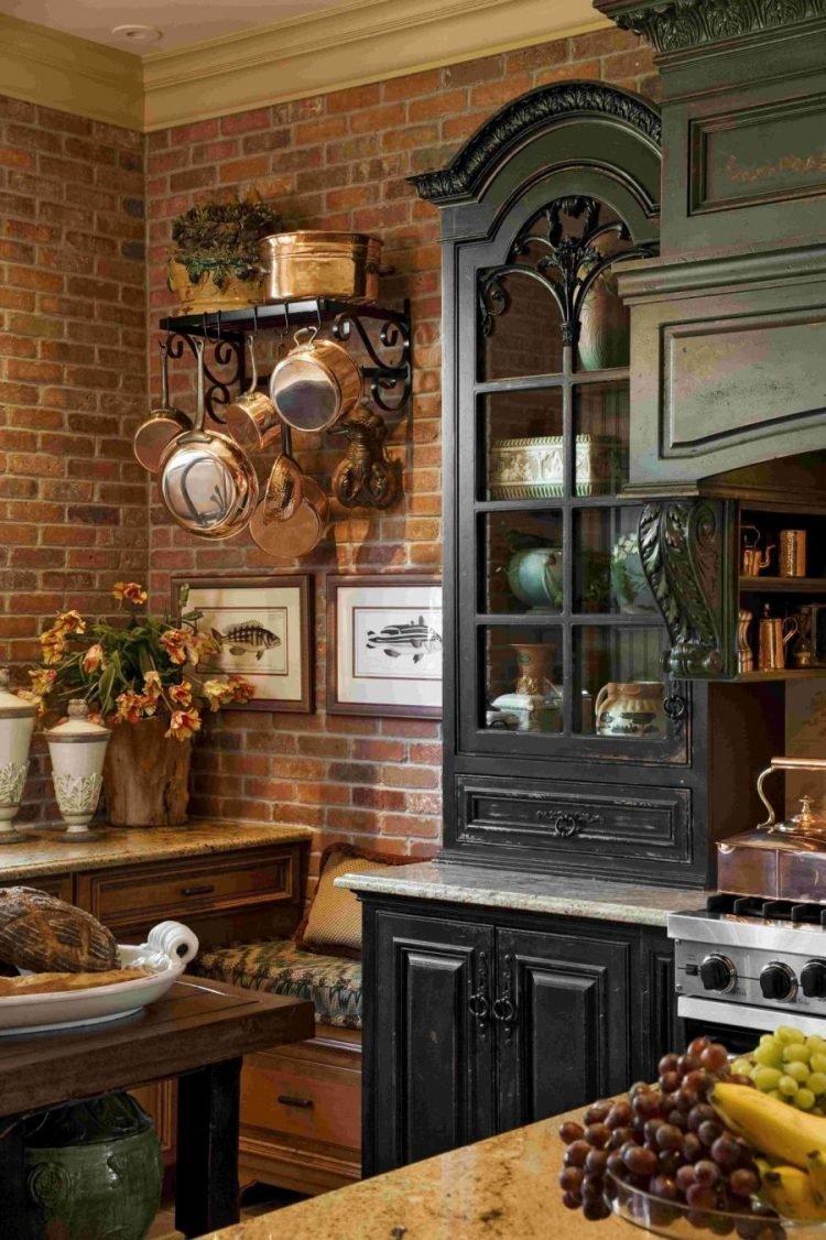 кованая мебель на кухне кантри.