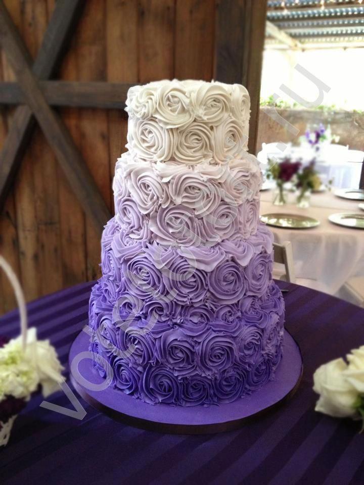 Красивый свадебный торт с эффектом омбре.