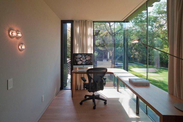 Домашний кабинет - В современном стиле (окна вместо стен)