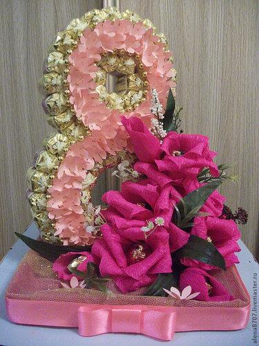 Последний конфетные букеты к 8 марта цветы