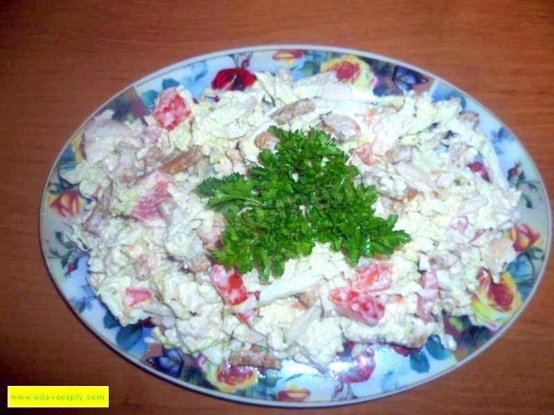 салат пекинская капуста курица помидоры сухарики салат