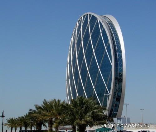 Круглый небоскрёб в Абу-Даби. Впечатляющее здание, совмещающее в себе опыт классической архитектуры и значительную экспрессивную мощь.