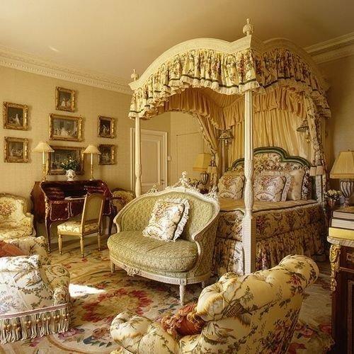 Кровать с балдахином для викторианского стиля