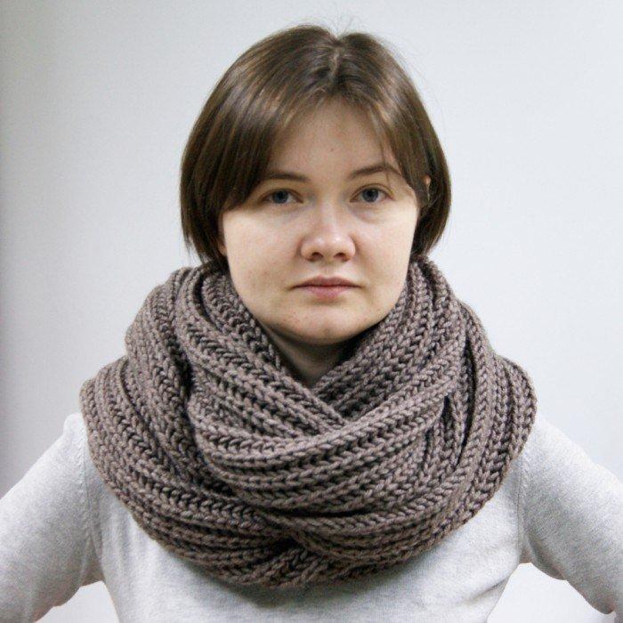 Вязанный объемный шарф английской резинкой.