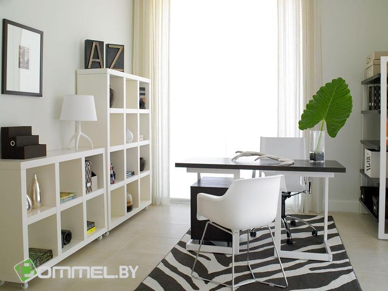 Домашний кабинет - В современном стиле (в белом цвете, растение на столе)