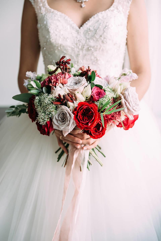 Пышный свадебный букет, цветы корзине мурманске