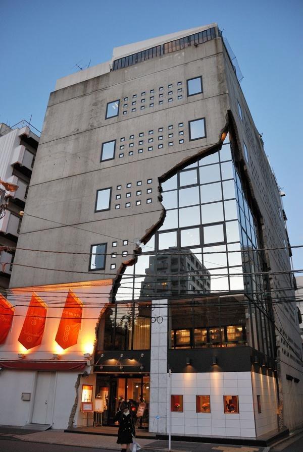 Как вы можете увидеть ниже, в Японии нет никаких ограничений в раскрытии творческого потенциала при проектировании зданий и сооружений.