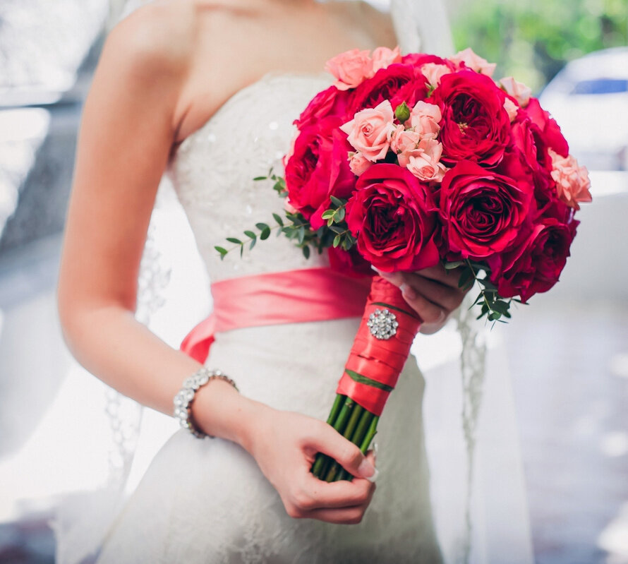 Базы цветов, свадебный букет в красном цвете фото
