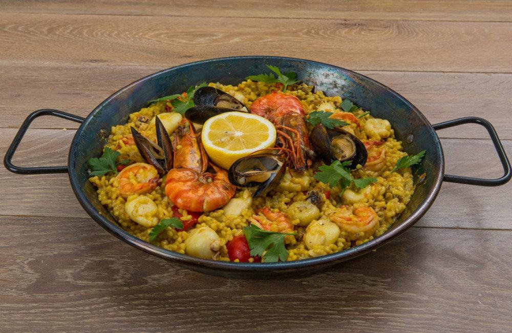ждите рецепты паэльи с морепродуктами Днем