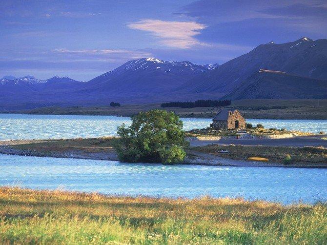 Новая Зеландия -  красивейшая и загадочная страна, основное богатство которой уникальная природа, заботливо охраняемая новозеландцами. Государство располагается на двух больших островах (Северный и Южный), разделенных проливом Кука,...