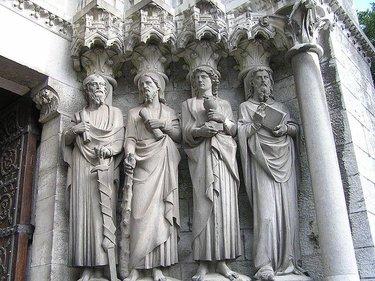 готическая скульптура