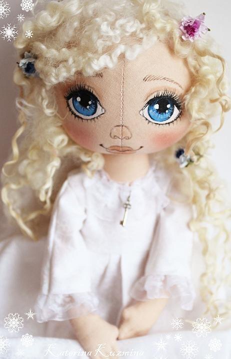 Красивая ангел-девочка