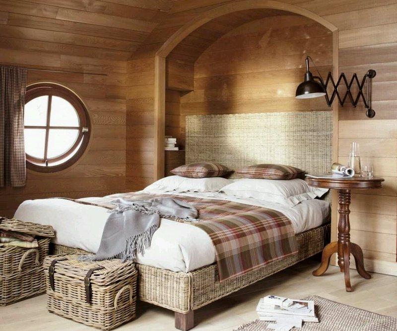 Плетеная мебель для спальни на даче.